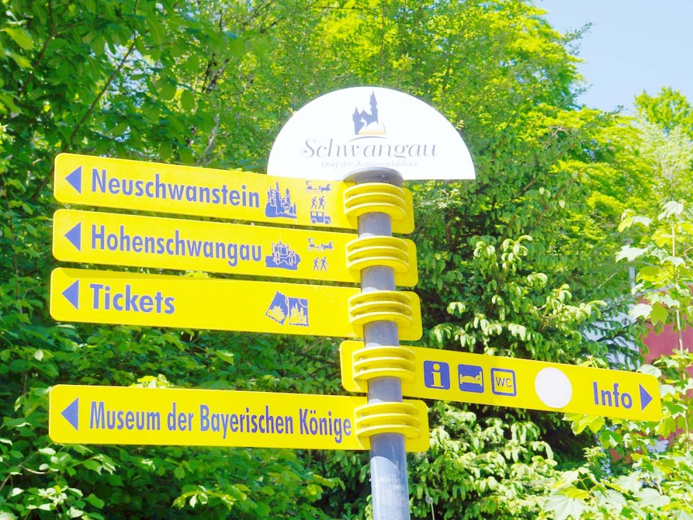 Yellow directional sign in Hohenschwangau